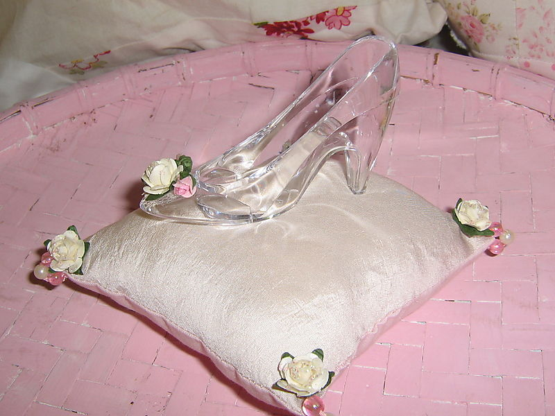 Glasses and glass slippers 029