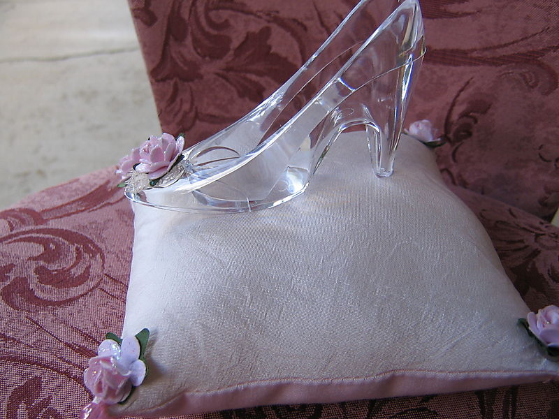 Glasses and glass slippers 017