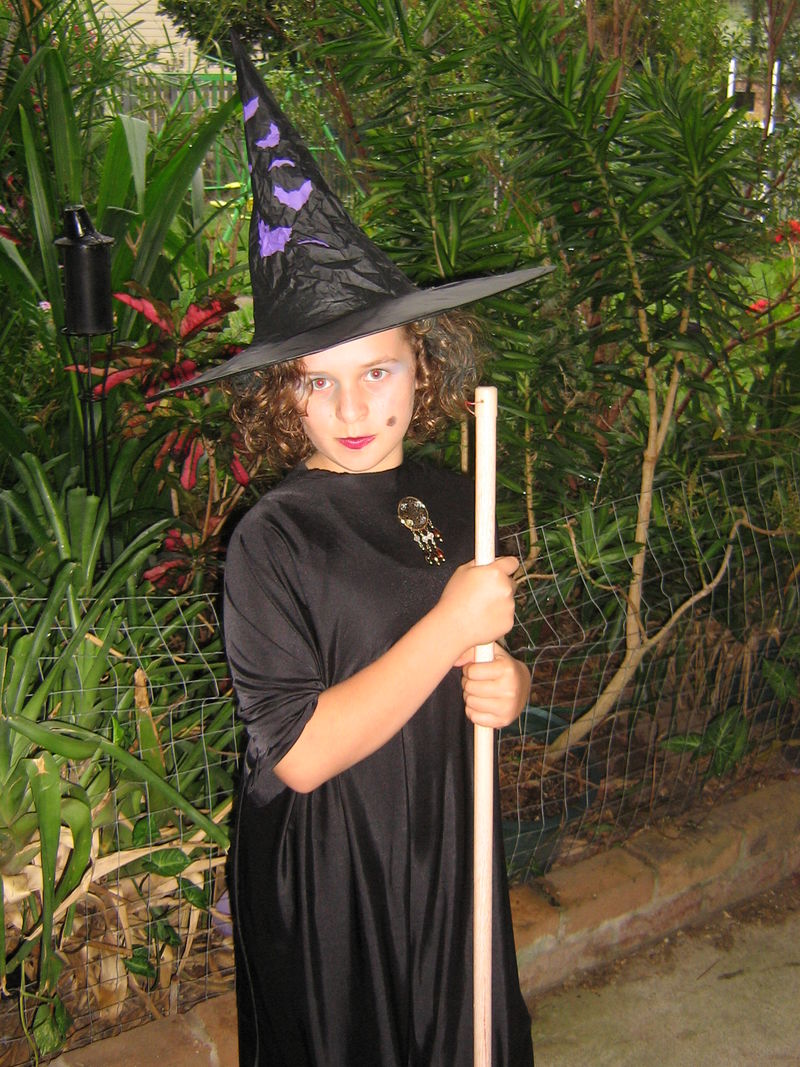 Courtney is a witch!! 004