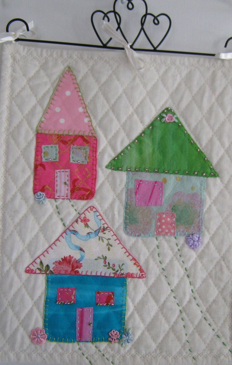 3 cottages pink green blue