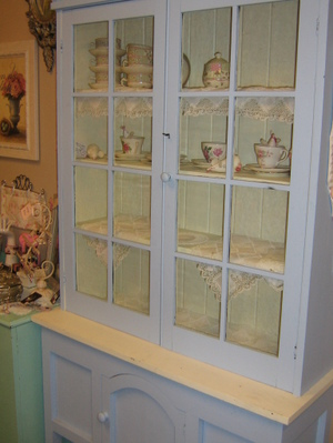 Lilly_new_cupboard_009