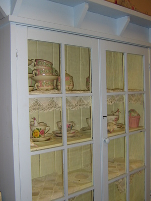 Lilly_new_cupboard_014