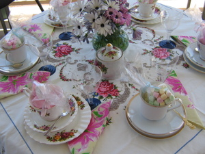 Tidy_lounge_and_tea_party_011